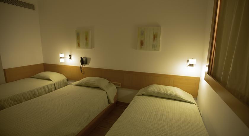 Quarto Triplo (3 camas de solteiro)